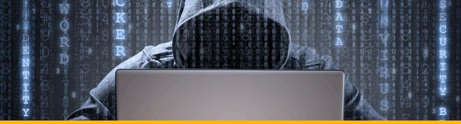 Bitcoin-Doppelausgabe - Hacker mit Kapuze vor Bildschirm