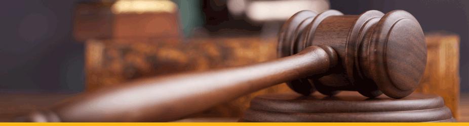 Silk Road - Hammer eines Richters aus Holz, Nahaufnahme